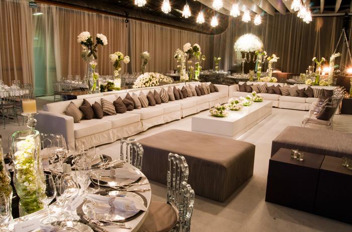 As cadeiras e poltronas de acrílico deram uma leveza aos ambientes.