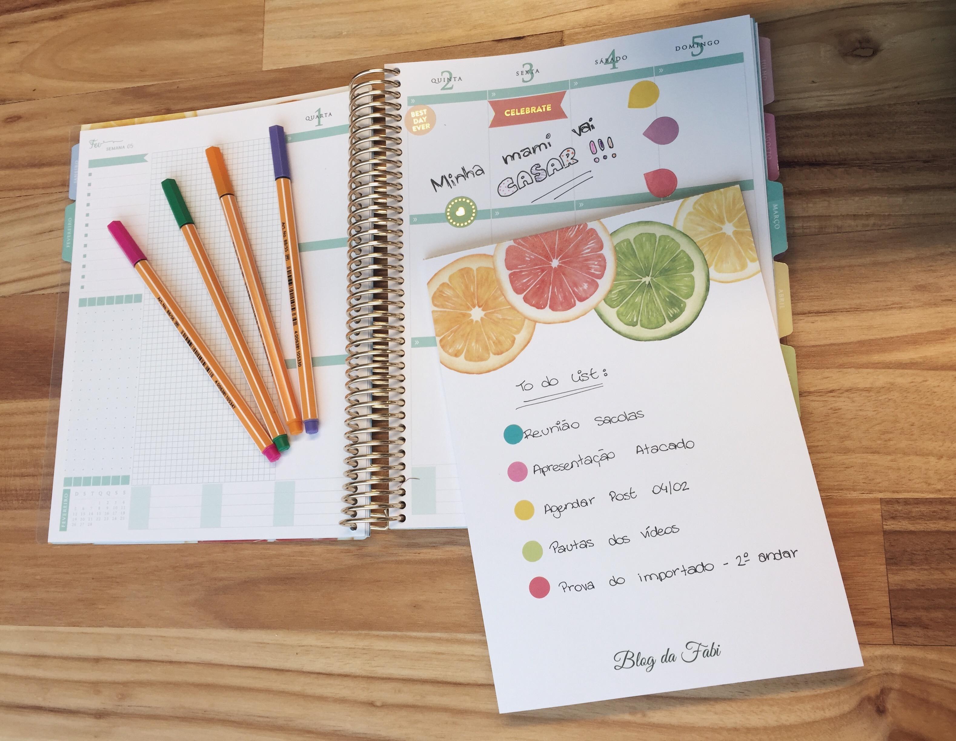 Esse bloco de notas é ótimo! Uso muito como rascunho, antes de passar os compromisso para o planner! E também carrego comigo em todas as reuniões! :)